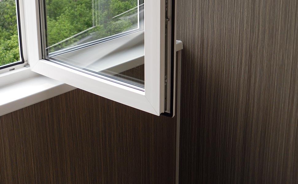 Теплое остекление балконов окнами рехау - цена 3800 р м2.