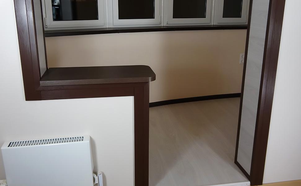 Объединение лоджии в панельном доме с кухней.